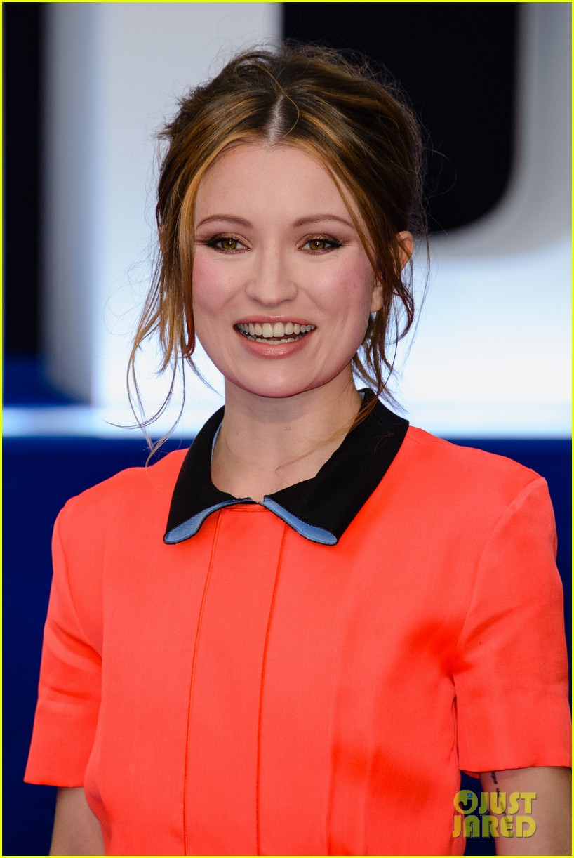 emily browning legend premiere london 033452681
