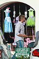 gerard butler does some shopping 14