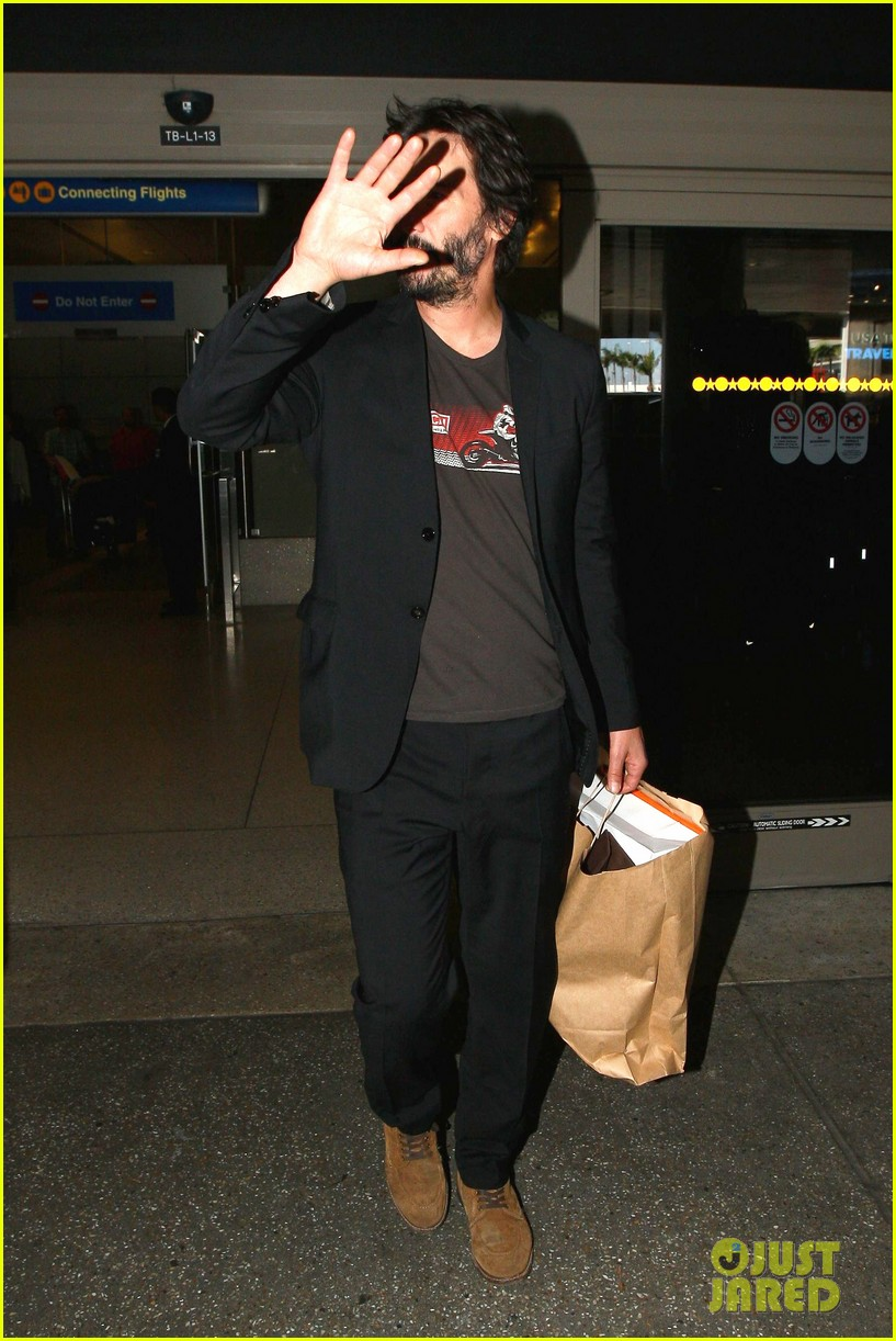 keanu reeves back in la after venice 09