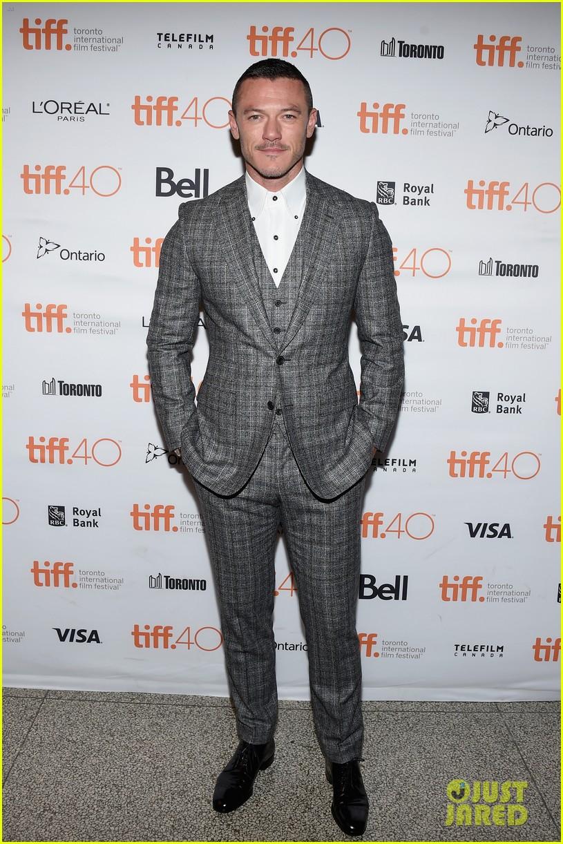 tom hiddleston luke evans high rise premiere 123460359