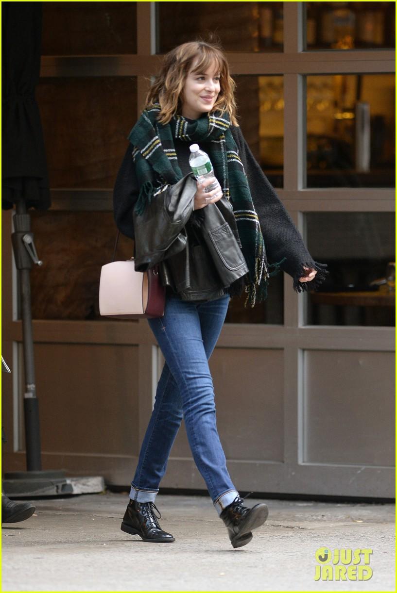 Dakota Johnson Says It S Okay To Laugh At Fifty Shades Of Grey Photo 3485127 Dakota Johnson Pictures Just Jared