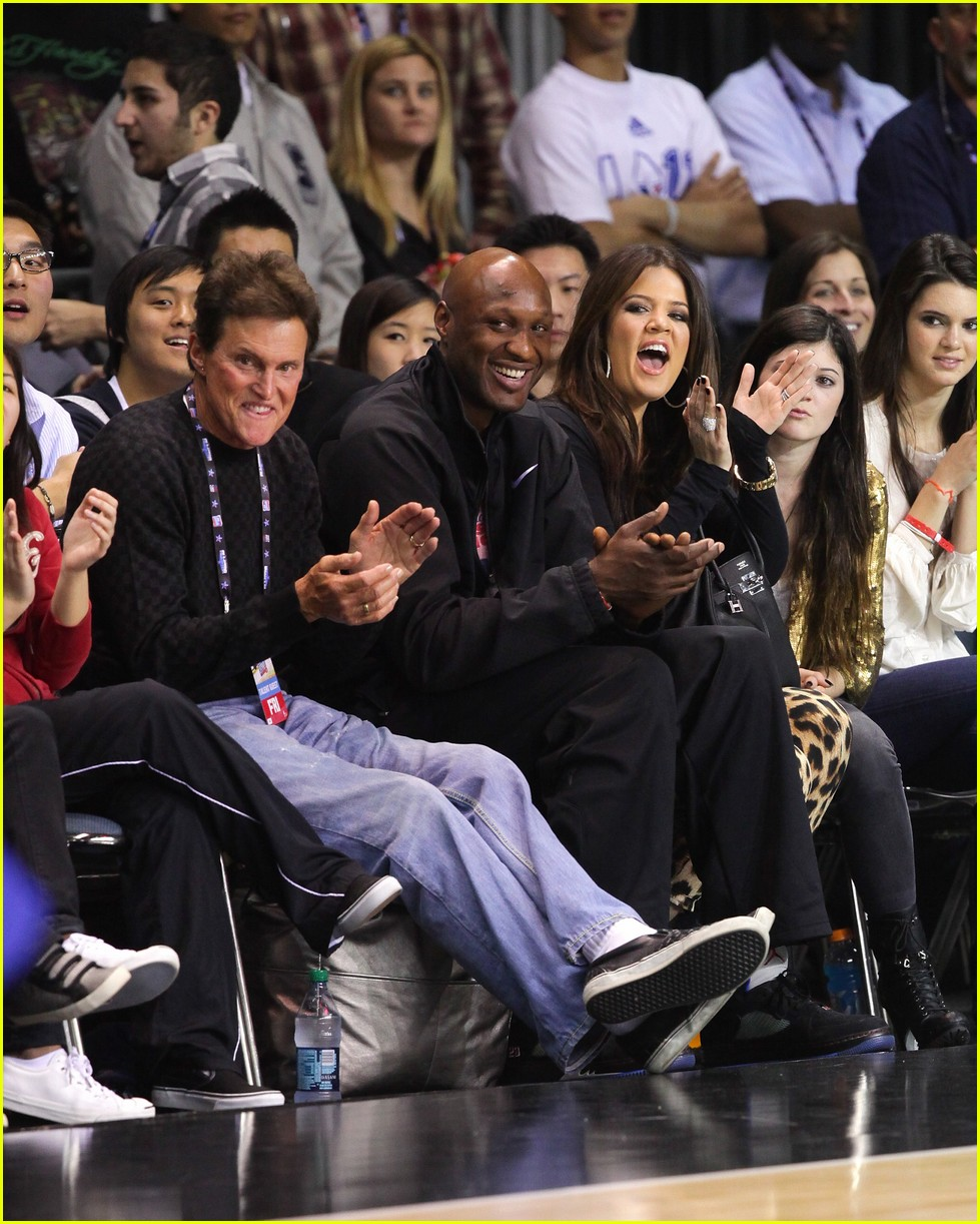 Kardashian family releases joint statement on lamar odom photo
