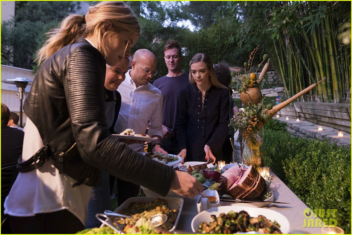 jaime king hosts feastgiving at her home 083493105