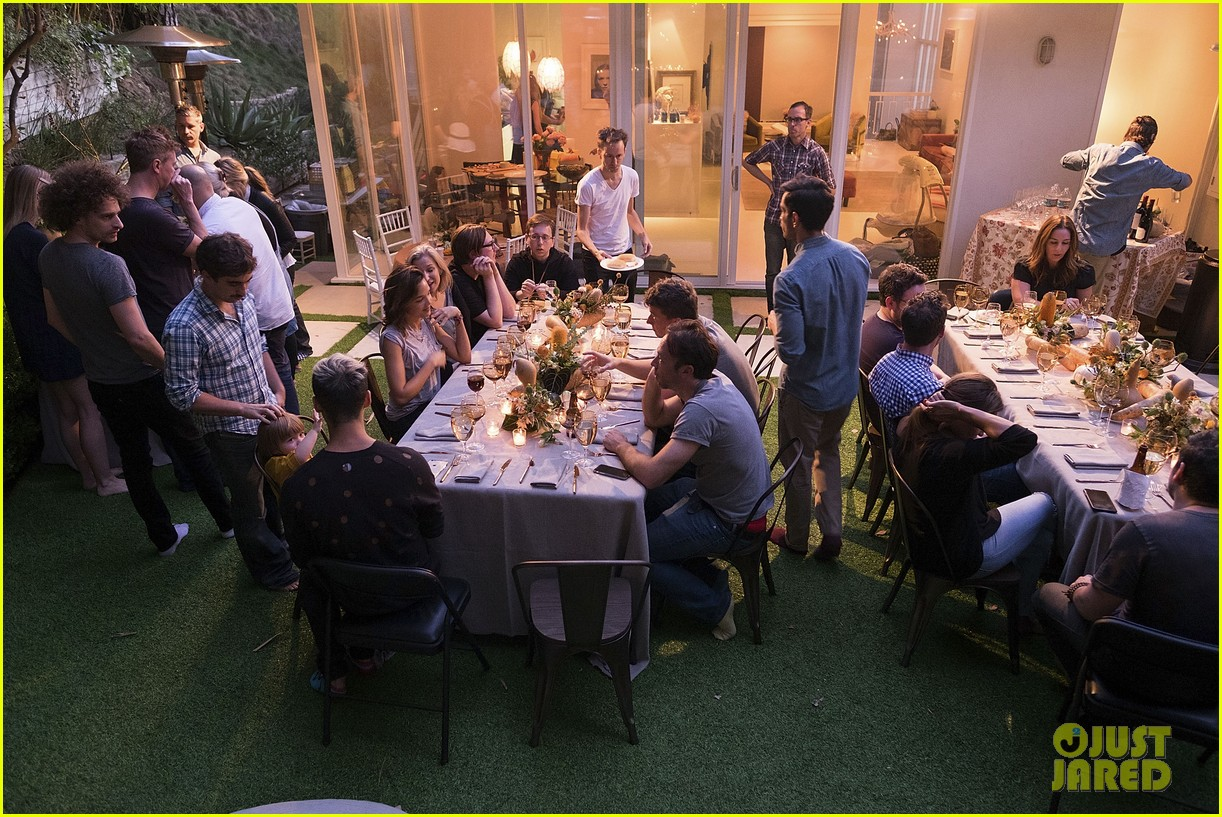 jaime king hosts feastgiving at her home 103493107