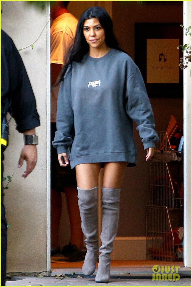 Kourtney Kardashian Bares It All In Her Calvins : Photo 3495885 ...