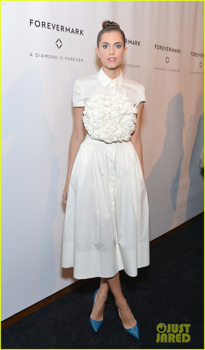 Allison Williams' Wedding Dress Was Inspired By Kate Middleton: Photo  3494942  Allison Williams, Lindsay Ellingson, Lo Bosworth Pictures  Just  Jared