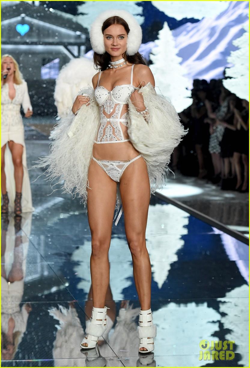 2531e4c83a Lily Aldridge   Joan Smalls Stun in Sexy Lingerie at Victoria s Secret  Fashion Show 2015!  Photo 3505415