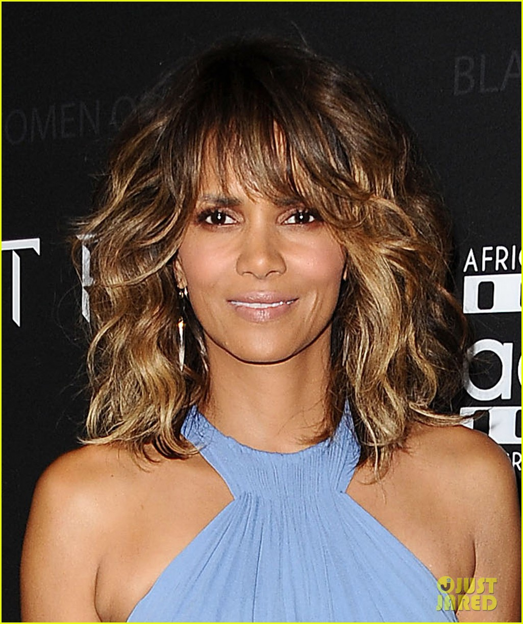 Halle Berry Makes First Official Appearance After Divorce News ...