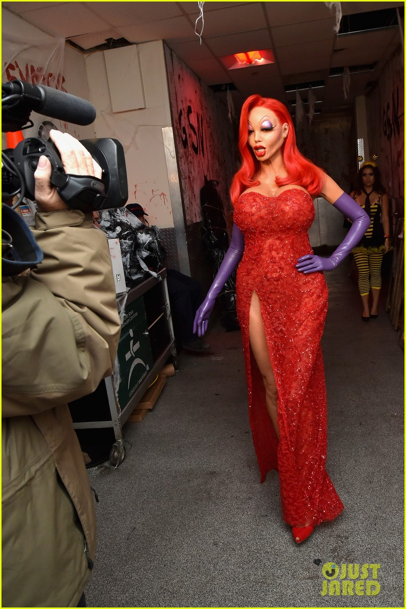 Heidi Klum Transforms into Jessica Rabbit for Halloween 2015 ...