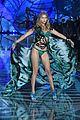kendall jenner gigi hadid victorias secret fashion show 2015 25
