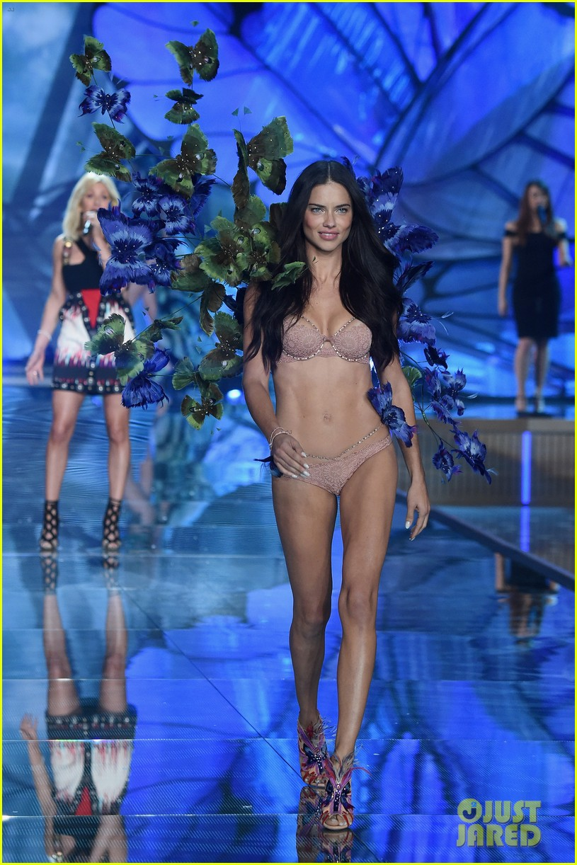 Full Sized Photo Of Adriana Lima Alessandra Ambrosio