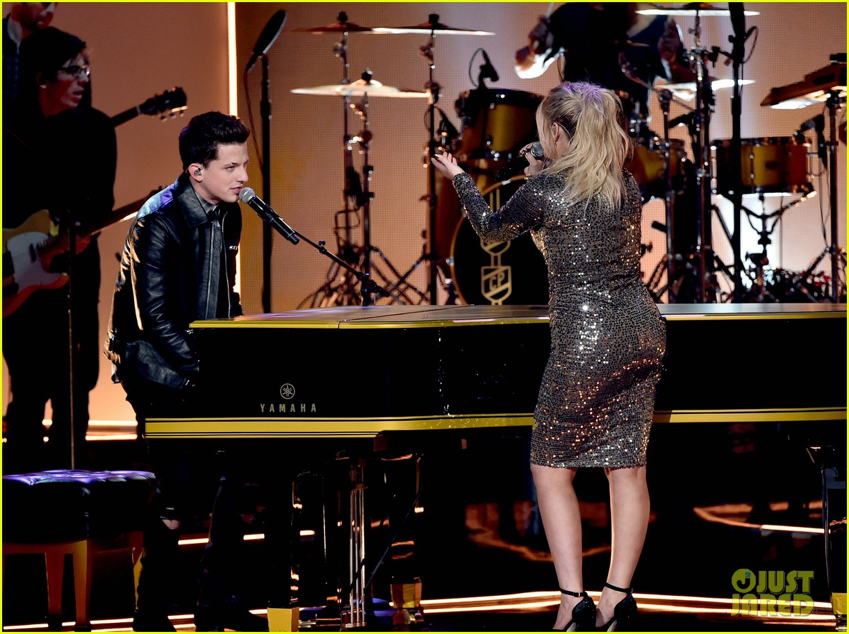 charlie puth on meghan trainor amas kiss we re just friends photo 3515047 2015 american music awards american music awards charlie puth meghan trainor pictures just jared