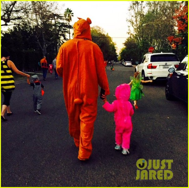 Full Sized Photo of channing tatum trick or treat daughter everly 03 ...