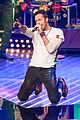 chris martin sings his heart out for voice germany 01