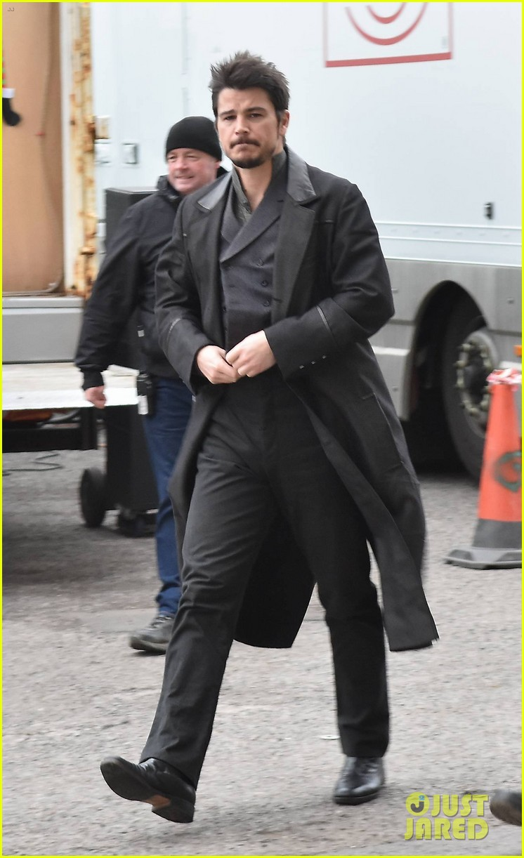 josh hartnett gets back to  u0026 39 penny dreadful u0026 39  filming after