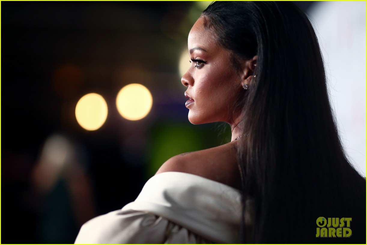 rihanna diamond ball 2015 023527748