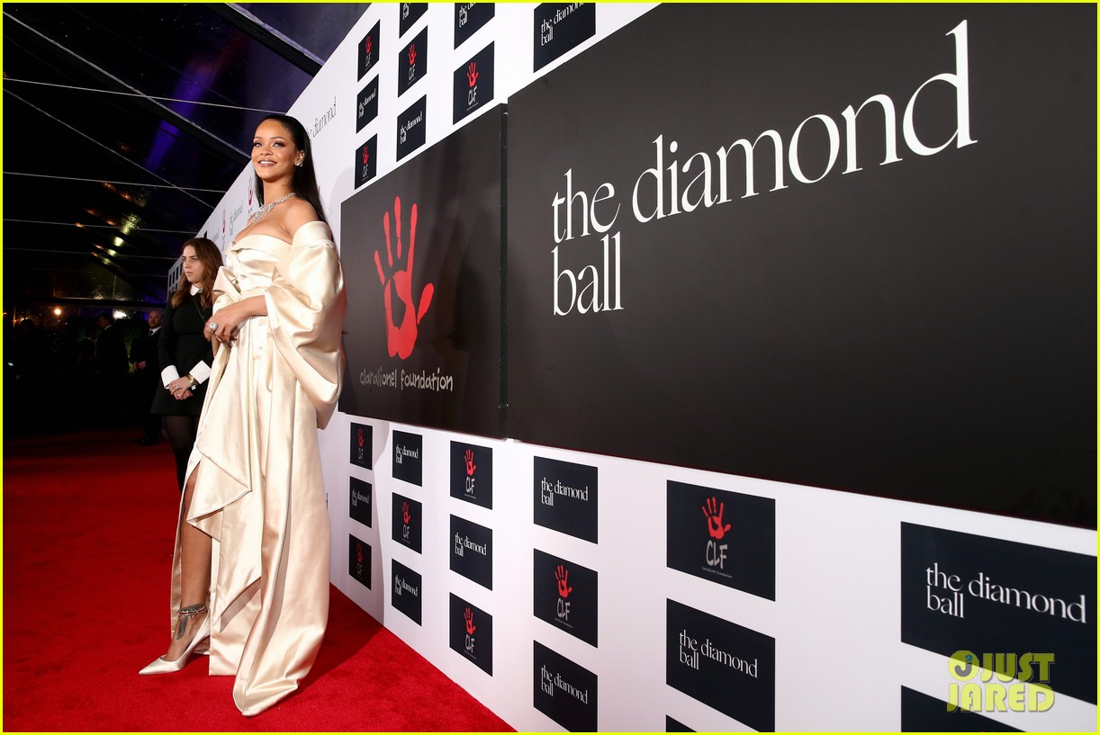 rihanna diamond ball 2015 073527753