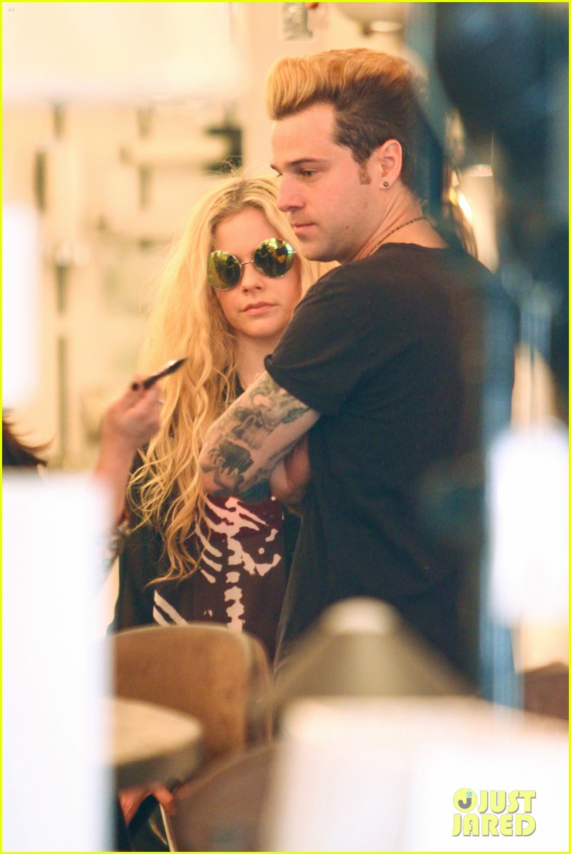roommates avril lavigne amp ryan cabrera do some shopping