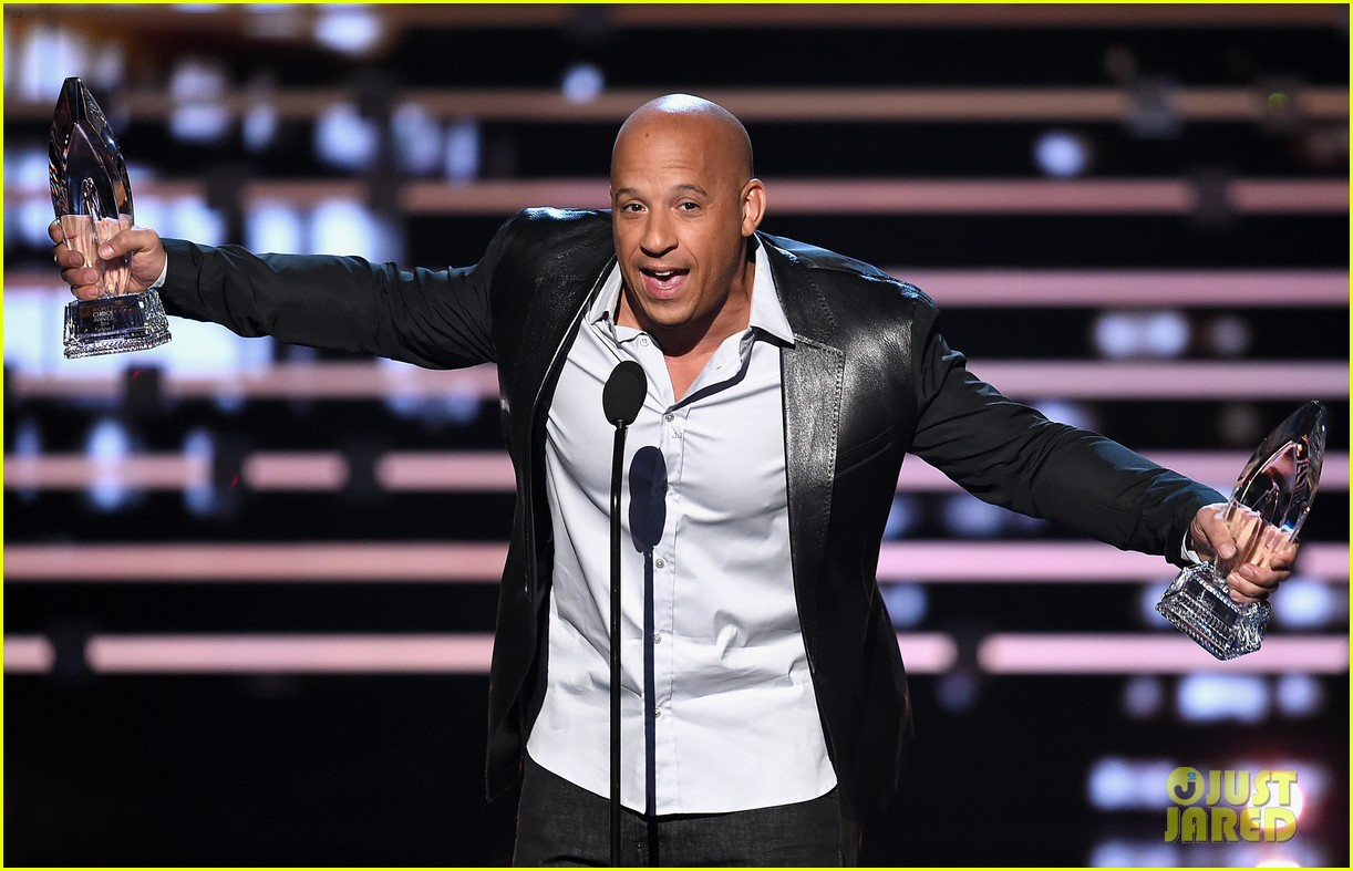 http://cdn02.cdn.justjared.com/wp-content/uploads/2016/01/diesel-pca/vin-diesel-see-you-again-peoples-choice-awards-2016-05.jpg
