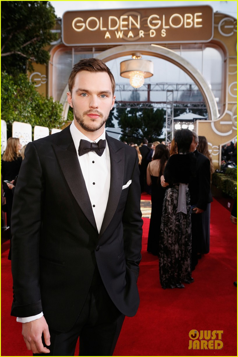 http://cdn02.cdn.justjared.com/wp-content/uploads/2016/01/hoult-globes/nicholas-hoult-chatted-with-jennifer-lawrence-at-golden-globes-2016-01.jpg
