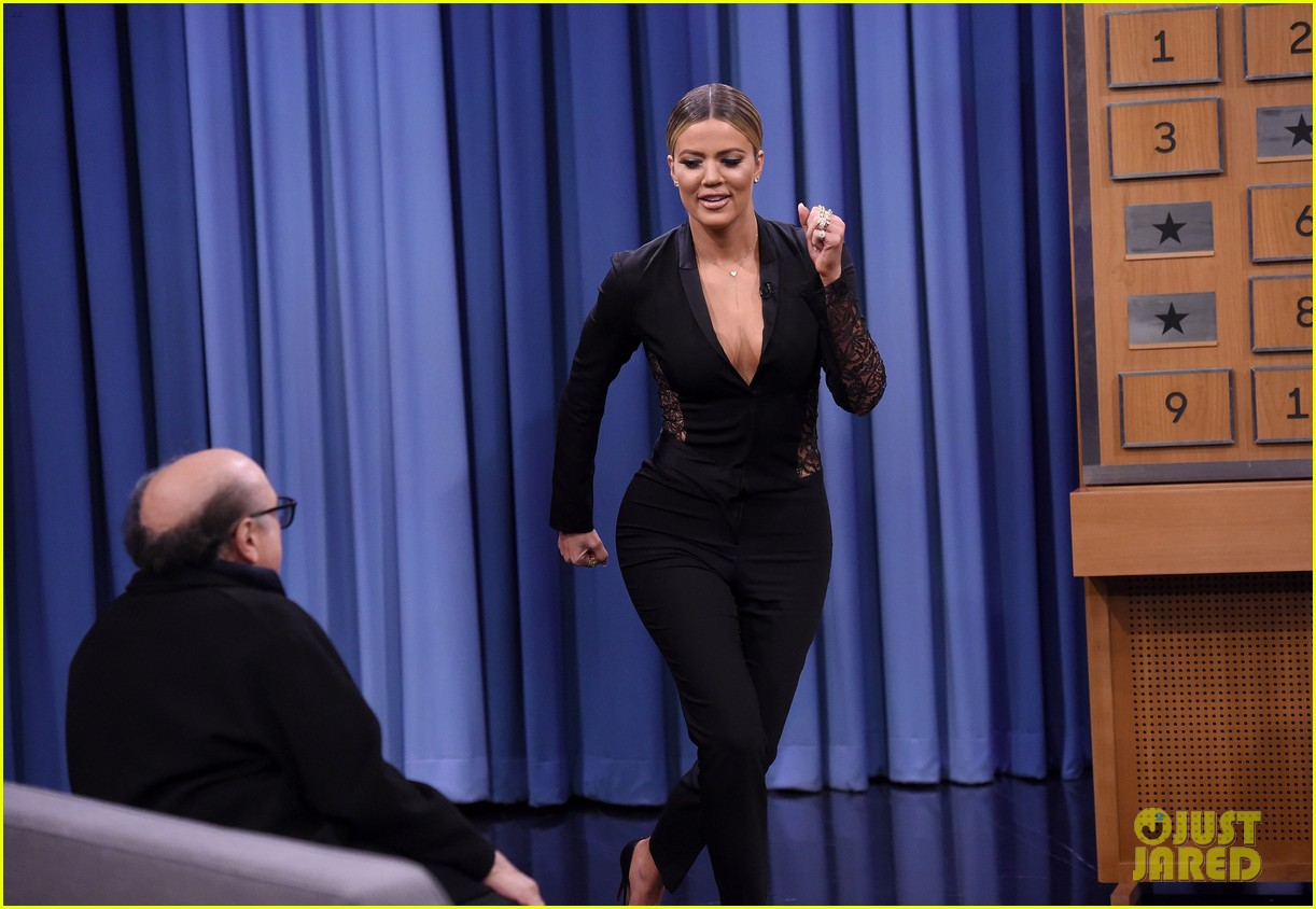 khloe kardashian plays charades with norman reedus danny devito 22