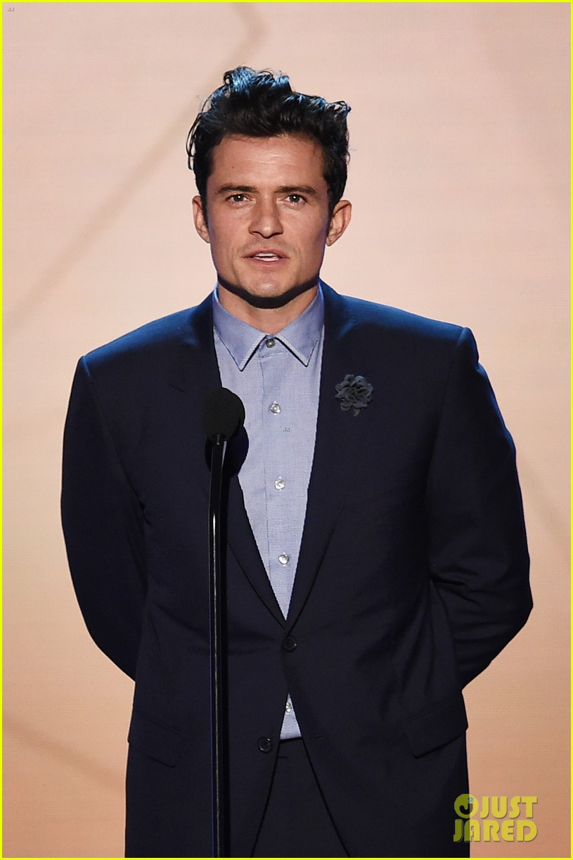 orlando bloom presents at critics choice awards 2016 photo 3554840