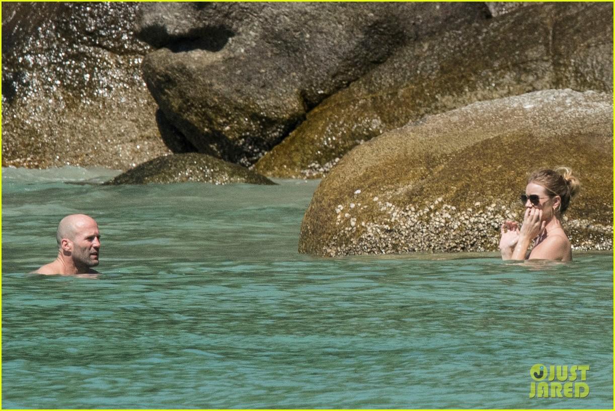 jason statham rosie huntington whiteley flaunt perfect beach bodies 55