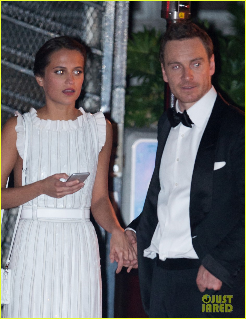 michael fassbender alicia vikander hold hands at golden globes after party 043549981