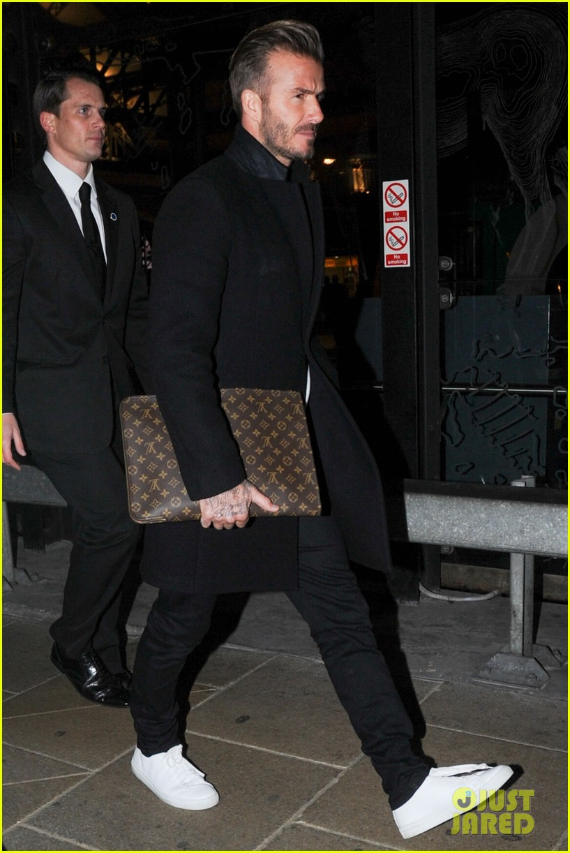 david beckham carries his louis vuitton 023586137