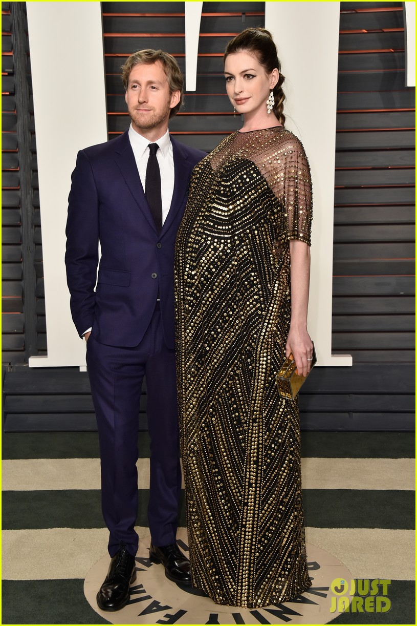Pregnant Anne Hathaway Displays Baby Bump at Vanity Fair ...