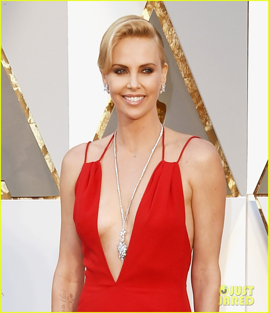 Charlize Theron is a Vision in Red at Oscars 2016: Photo 3592015 ...