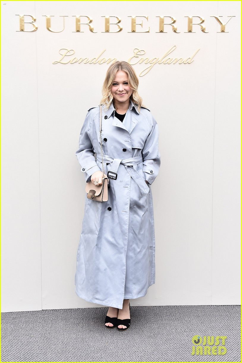 ffc0c16f rosie huntington whiteley suki waterhouse more step out for burberry  womenswear 42