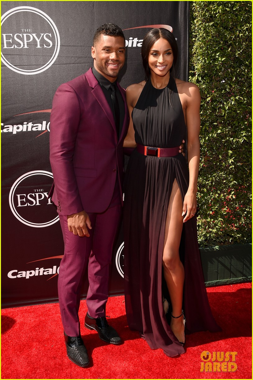 ciara is engaged to russell wilson 083603271