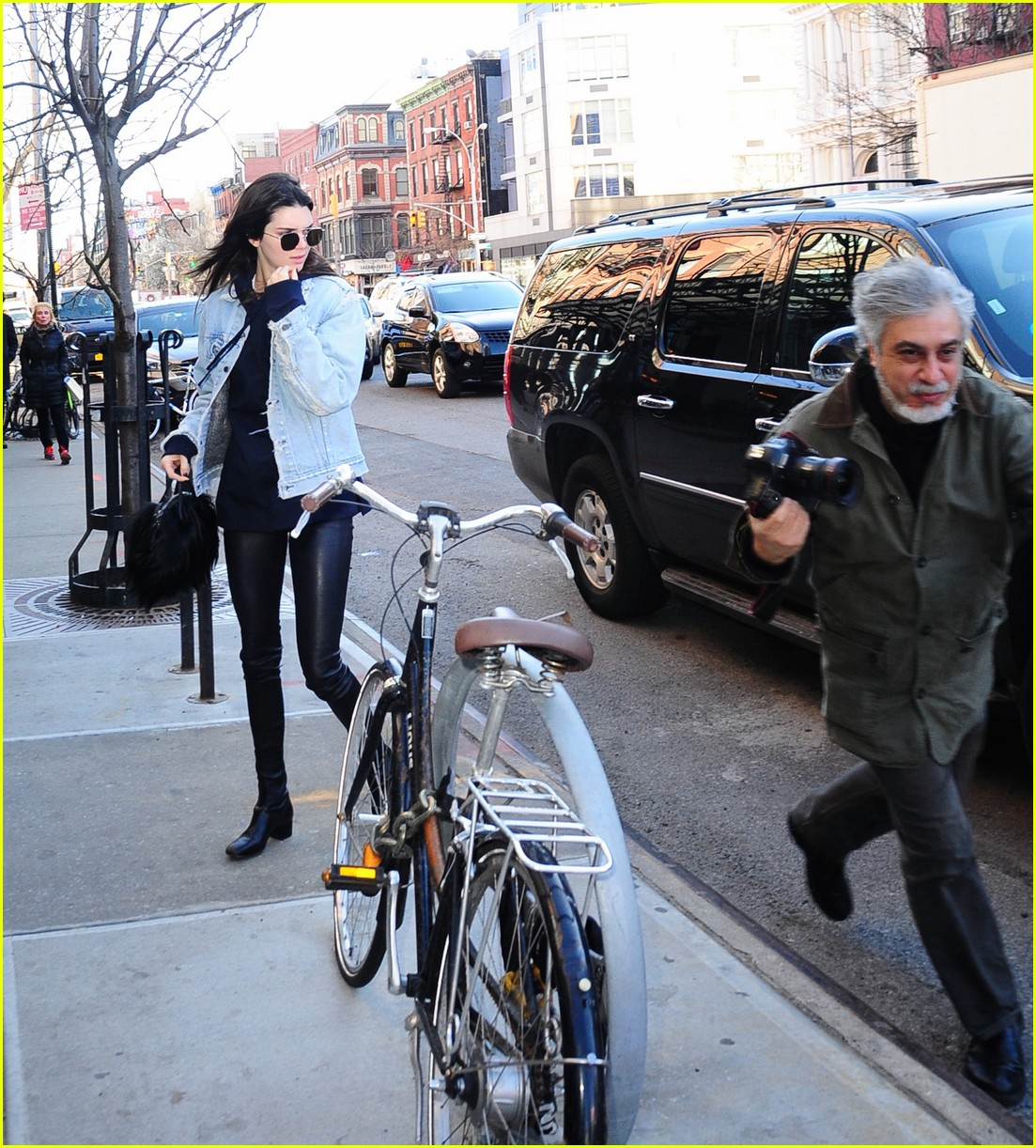 kendall jenner literal parazzi run in 303617034