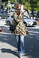 khloe kardashian kendall jenner kylie jenner disguise run from photographers 16