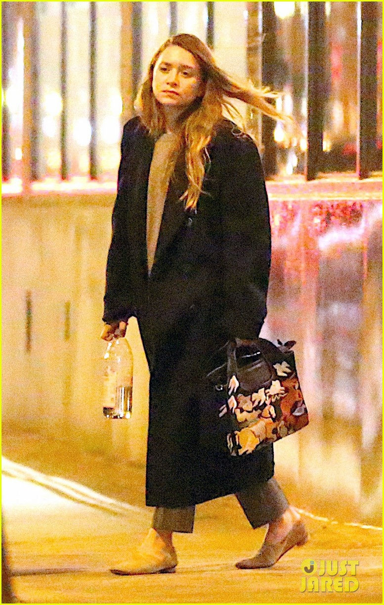 Mary Kate Amp Ashley Olsen Leave Their Nyc Office Together