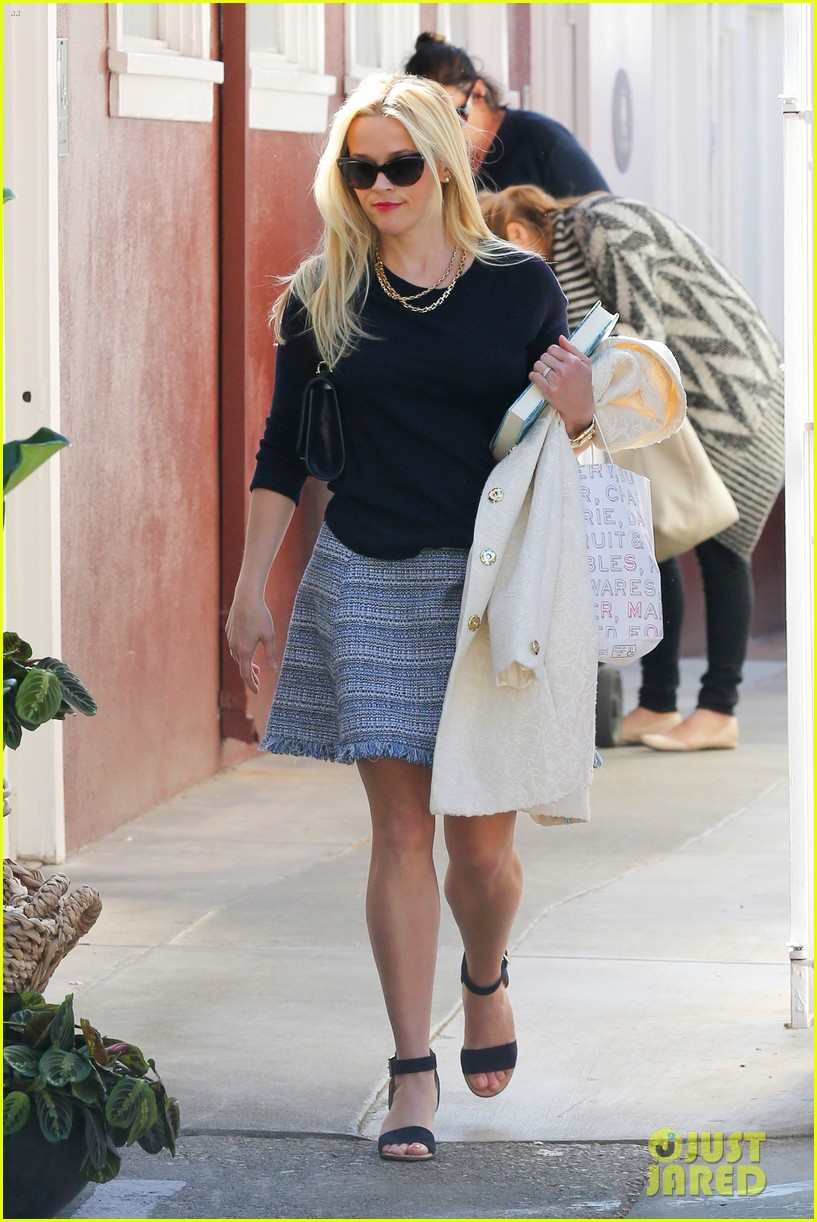 Full Sized Photo of reese witherspoon cant stop praising sarah paulsons work 18 | Photo 3602750 ...