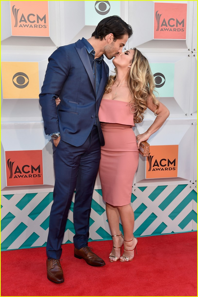 jessie james decker gold download mp3jessie james decker this christmas, jessie james decker breaking your heart, jessie james decker - i do, jessie james decker girl on the coast, jessie james decker instagram, jessie james decker gold download mp3