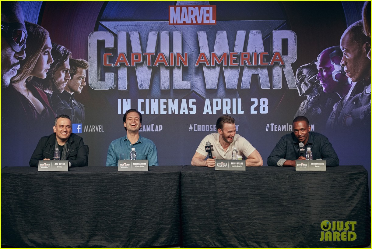 http://cdn02.cdn.justjared.com/wp-content/uploads/2016/04/evans-donut/chris-evans-robert-downey-jr-fight-over-last-donut-watch-06.jpg