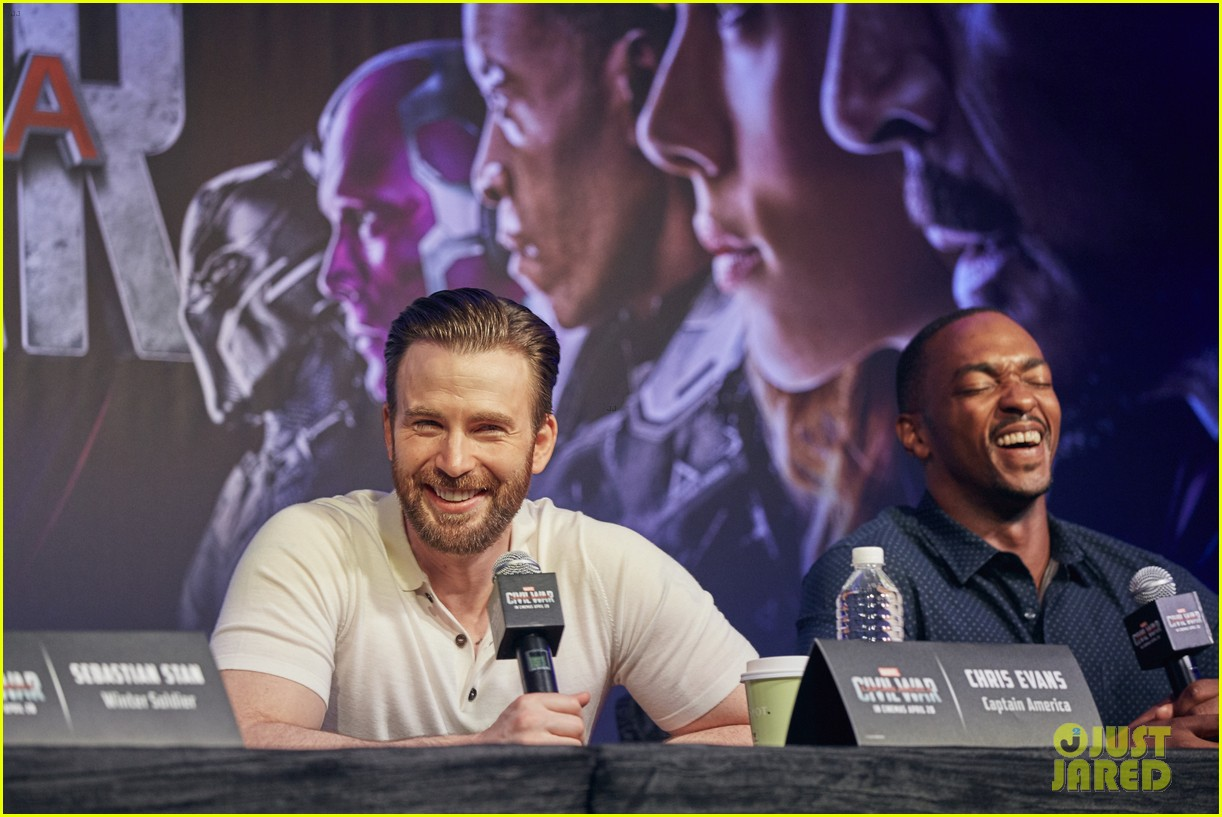 http://cdn02.cdn.justjared.com/wp-content/uploads/2016/04/evans-donut/chris-evans-robert-downey-jr-fight-over-last-donut-watch-20.jpg
