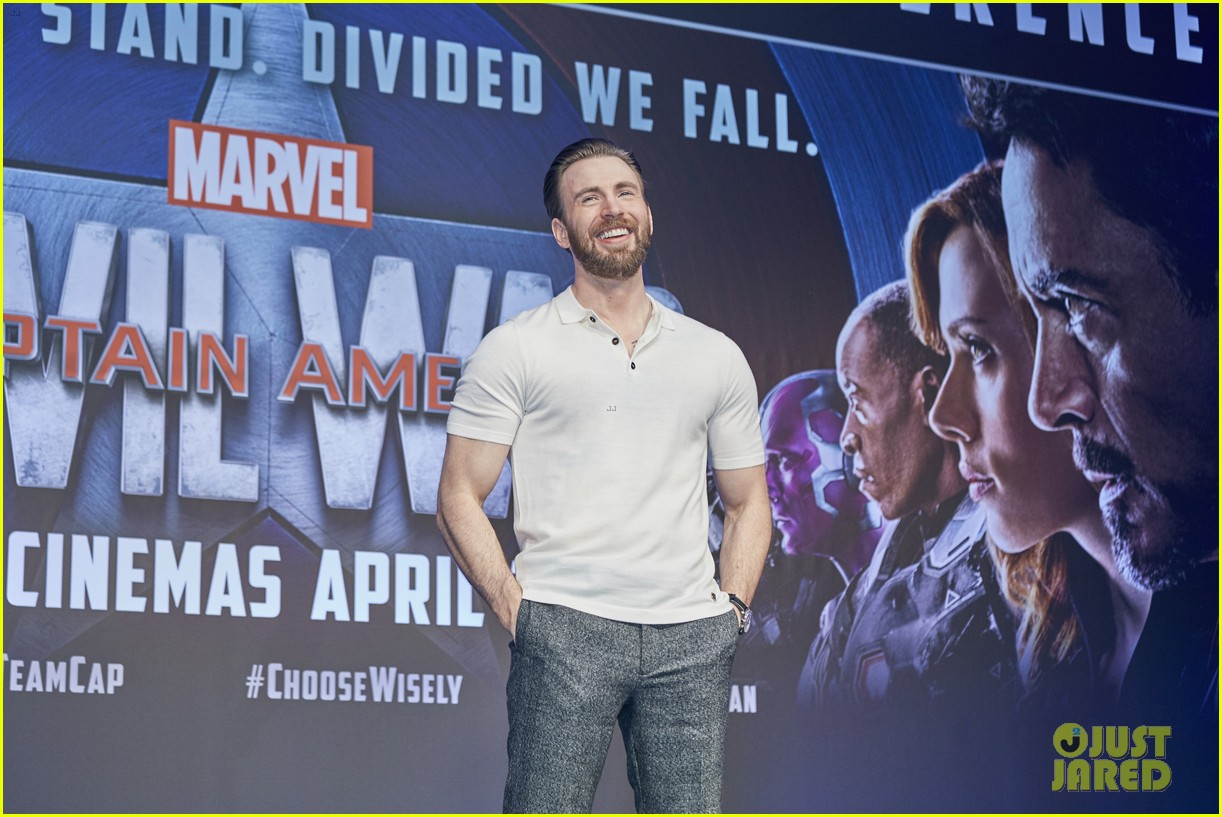http://cdn02.cdn.justjared.com/wp-content/uploads/2016/04/evans-donut/chris-evans-robert-downey-jr-fight-over-last-donut-watch-25.jpg