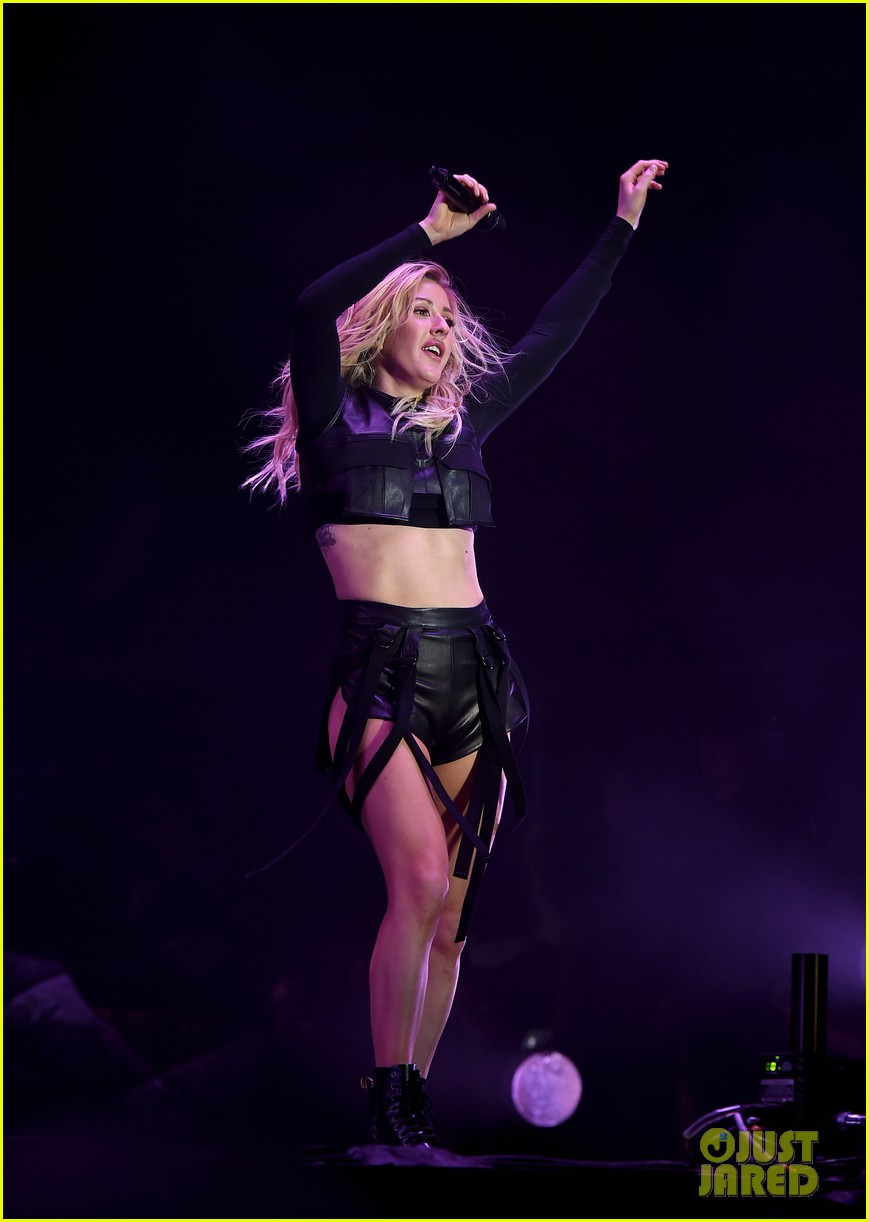 Ellie goulding sings when doves cry for prince at coachella photo