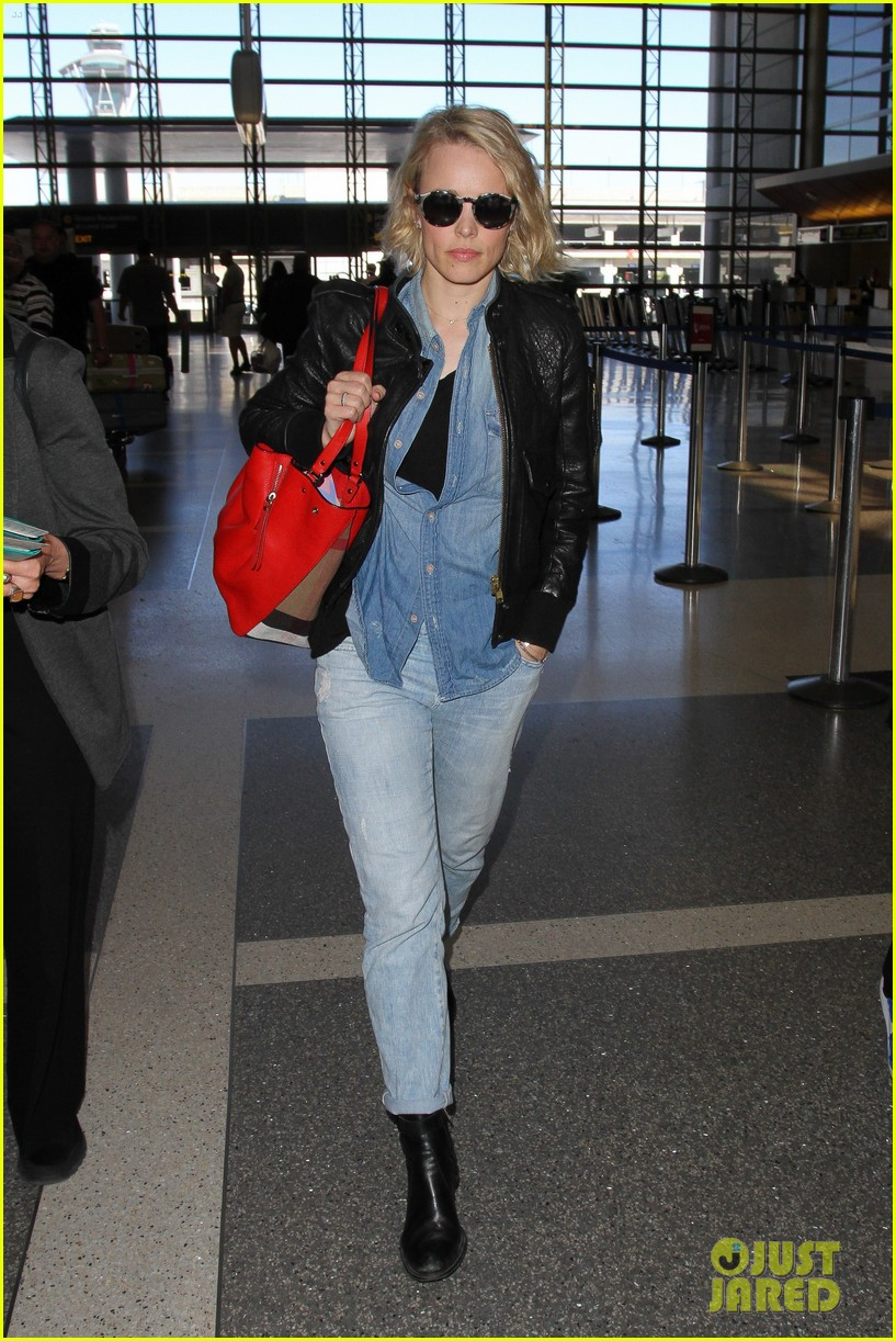 rachel mcadams flight out of lax 023629906