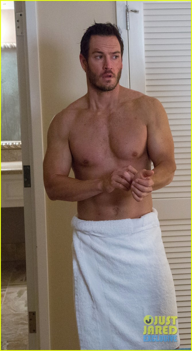 mark-paul-gosselaar-shirtless-photos-exc
