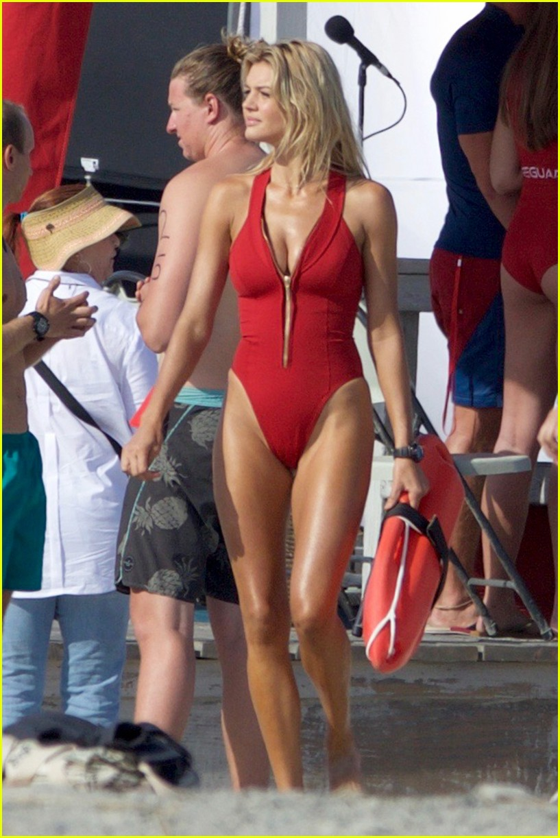 kelly rohrbach sings on set baywatch 013635576