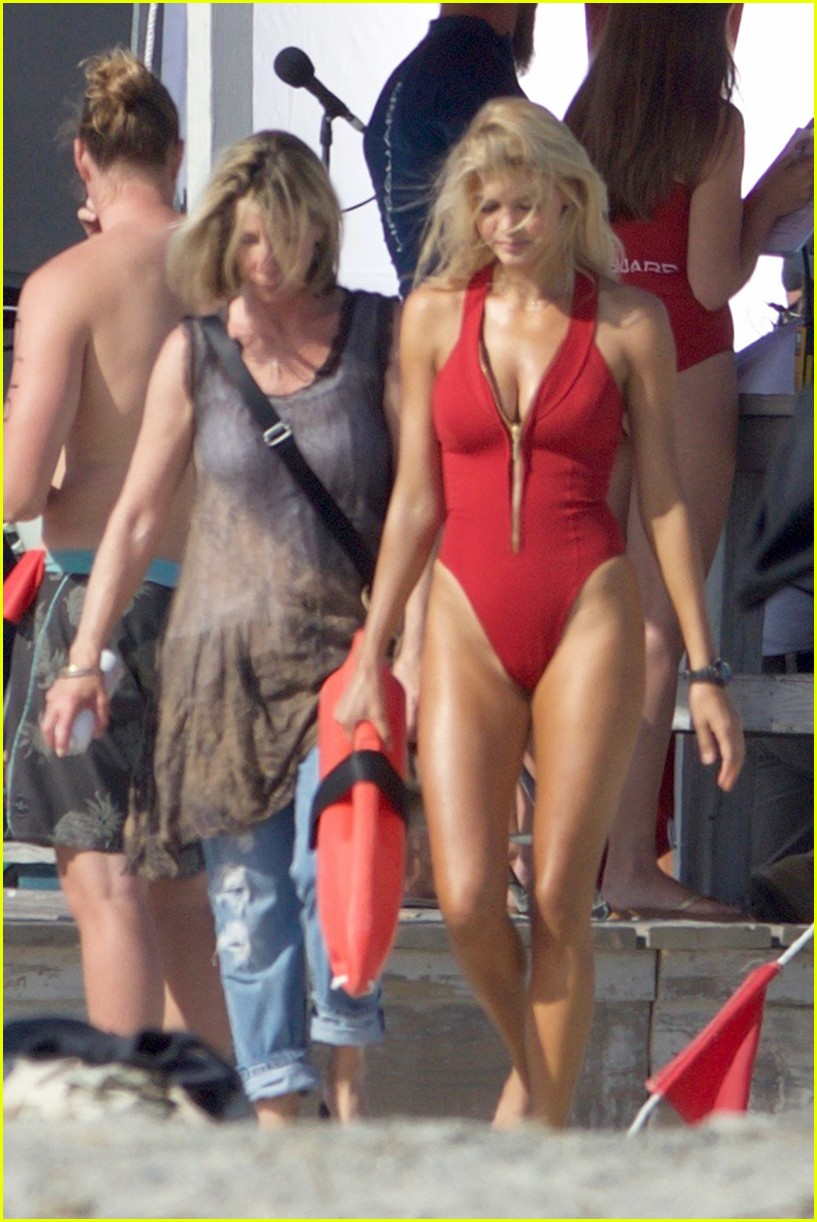 kelly rohrbach sings on set baywatch 09