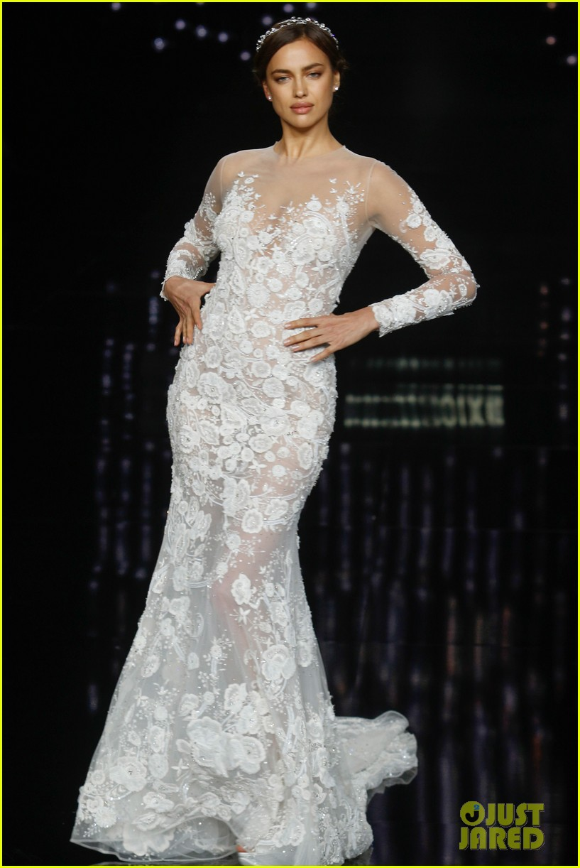 Irina shayk models wedding dresses for barcelona bridal for Wedding dresses in barcelona spain