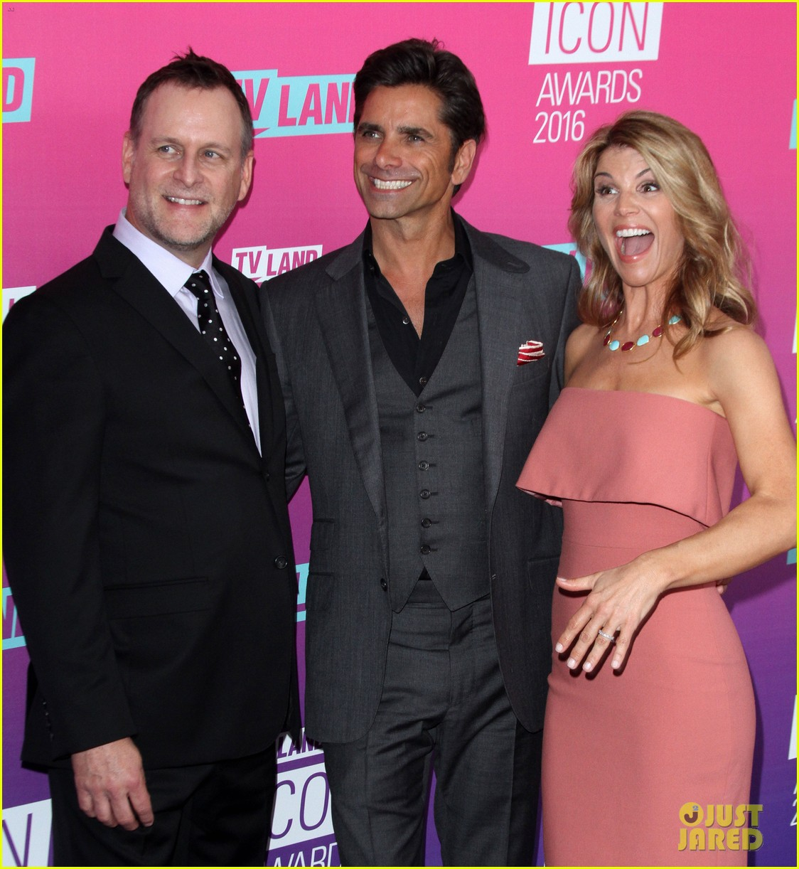 john stamos gets honored at tv land icon awards 2016 27