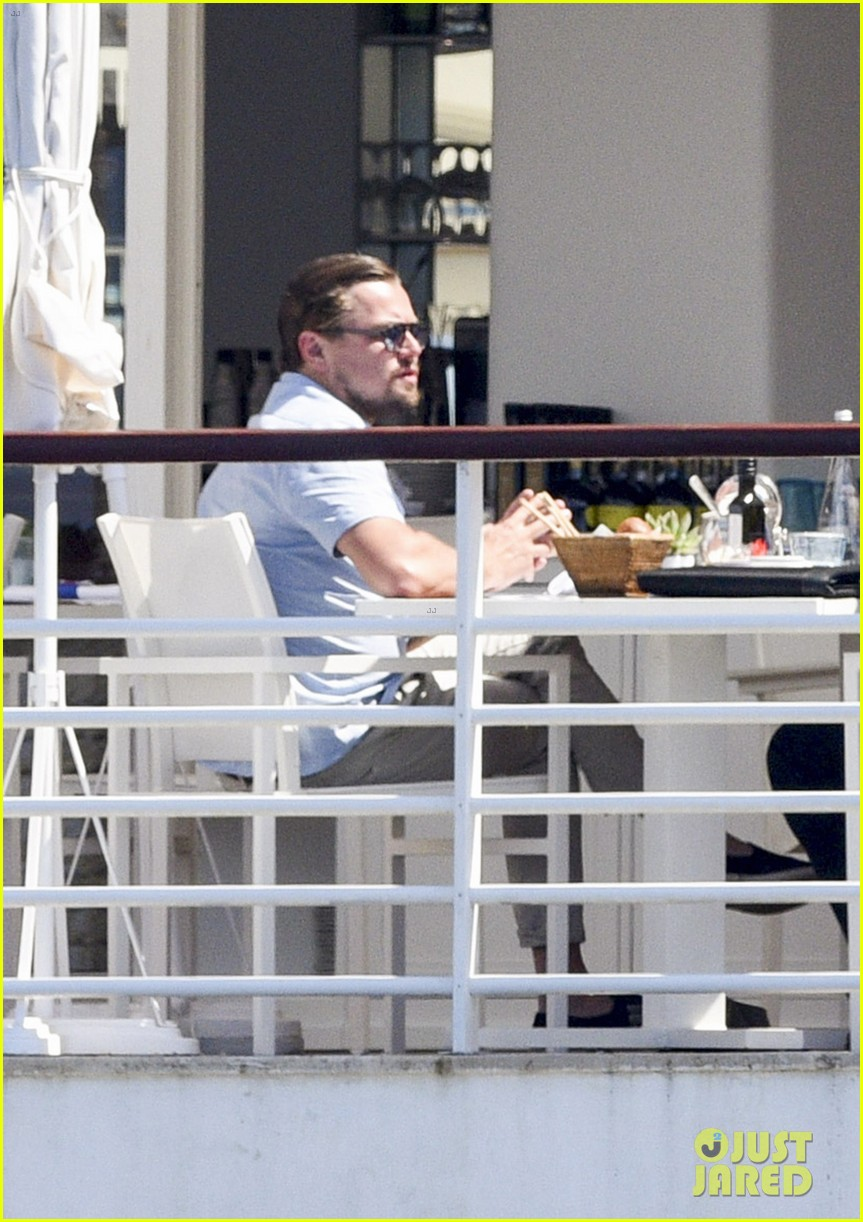 leonardo dicaprio starts week with a casual cannes lunch 02 Leonardo Dicaprio