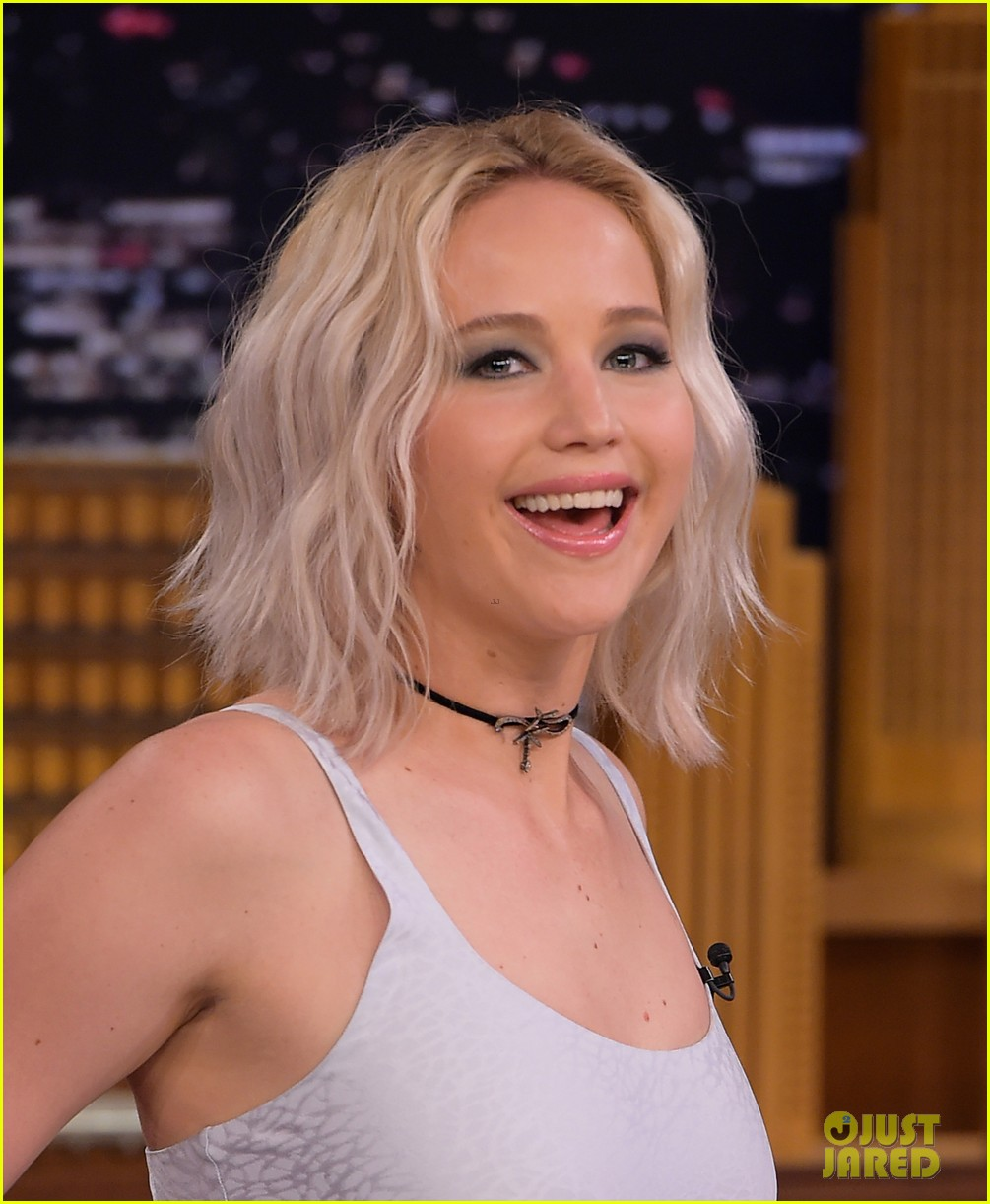 http://cdn02.cdn.justjared.com/wp-content/uploads/2016/05/lawrence-tconfessions/jennifer-lawrence-plays-true-confessions-with-john-oliver-07.jpg